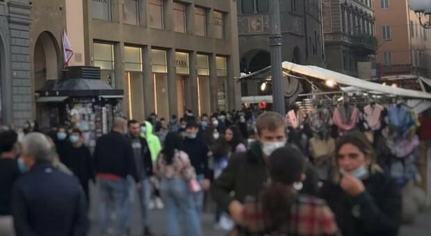 Covid a Firenze, il sindaco Nardella: «Ieri troppa folla in centro, il menefreghismo è alleato del virus»