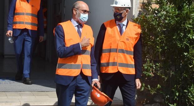 Il Ceo di Ast Massimiliano Burelli con il Capo della Polizia Franco Gabrielli in visita alle acciaierie