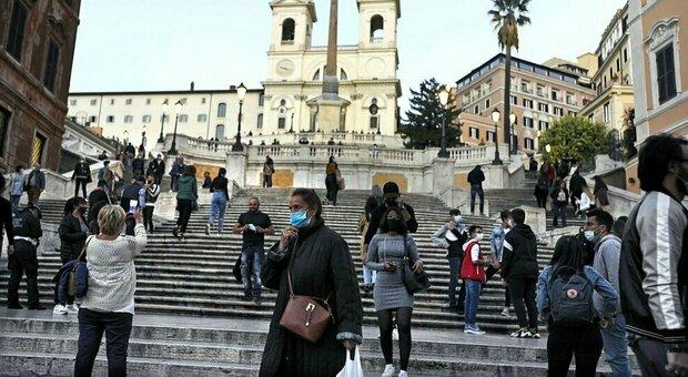 Roma, in due fermano un ragazzo con la scusa di un'informazione e lo derubano: arrestati