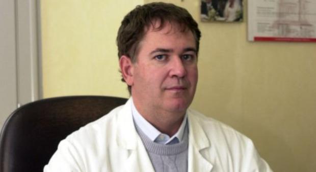 Medico alla manifestazione 'no pass', ora rischia fino alla radiazione. Lui si difende: «Lì per difendere il vaccino»