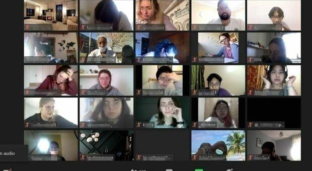 Studystream, videocamera attiva e microfono spento: così migliaia di studenti si ritrovano nella più grande biblioteca mondiale