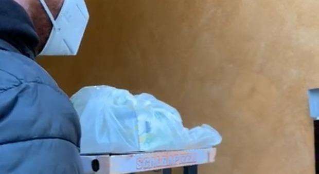 Pizza a domicilio alle persone in quarantena: su con la vita