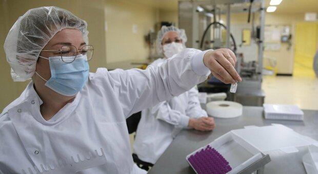 Vaccini Pfizer, schizzano i prezzi per il nuovo contratto con la Ue: da 12 a 19,5 euro
