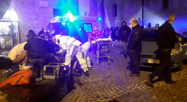 Terni, accoltellamento in pieno centro: ferito un giovane di 23 anni Altra rissa tra ragazzin in via Cavour