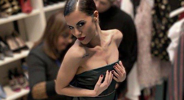 Striscia la Notizia, l'attacco a Bianca Guaccero: «Ha rifatto seno e labbra e sta con un collega impegnato». Lei reagisce così