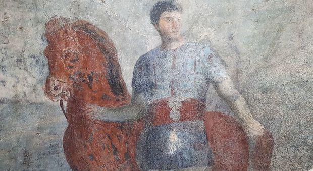 Il parco di Ostia Antica svela i tesori segreti dei depositi: affreschi di cavalieri e amanti