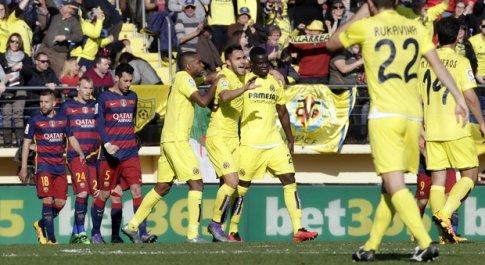 I giocatori del Villarreal esultano dopo un gol segnato contro il Barcellona al Madrigal