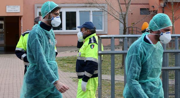 Coronavirus a Roma, contagio in corsia: un morto. Altri 14 casi positivi