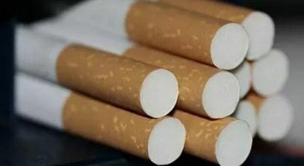 «Stop alle Marlboro in Gran Bretagna entro il 2030»: l'annuncio a sorpresa di un manager di Philip Morris