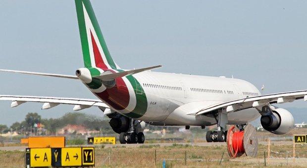 Sciopero 25 ottobre, aerei cancellati: agitazioni di varie sigle dalle 4 alle 24 ore