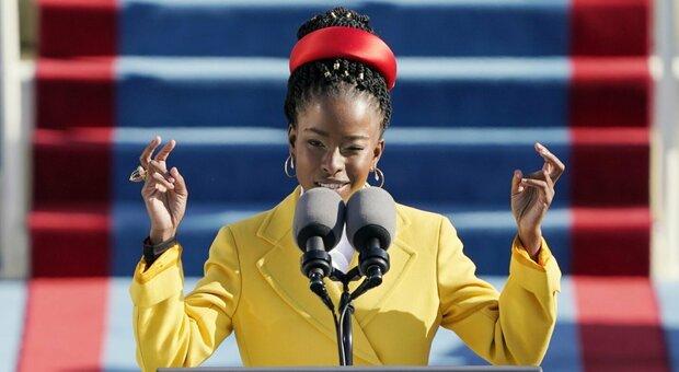 Giuramento Biden, la poesia rap di Amanda Gorman: a Capitol Hill è nata una stella