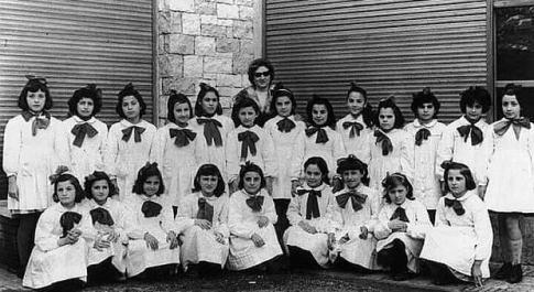 Le allievi della maestra Anny Bove che ha compiuto oggi i 100 anni di vita!