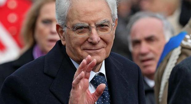Mattarella compie 79 anni: da Conte a Meloni, l'hashtag #auguripresidente vola sui social