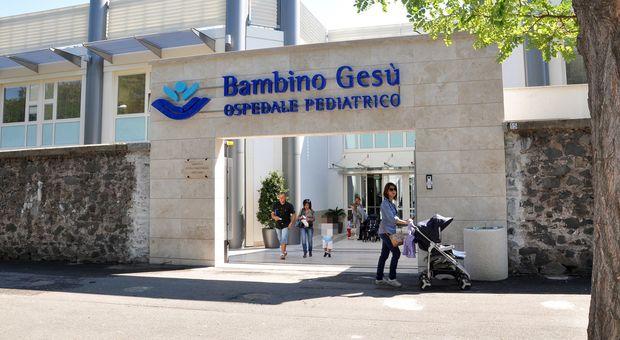 Roma, bimbo di 6 anni positivo al virus: trapianto di midollo riuscito al Bambino Gesù