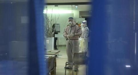 Coronavirus, diretta: tre ultraottantenni morti in Lombardia. Iss: «Più morti perché Paese anziano». Dieci vittime, 322 casi