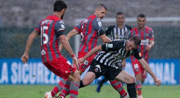 Serie B, il campionato è ripartito: nel recupero la Cremonese supera l'Ascoli 3-1