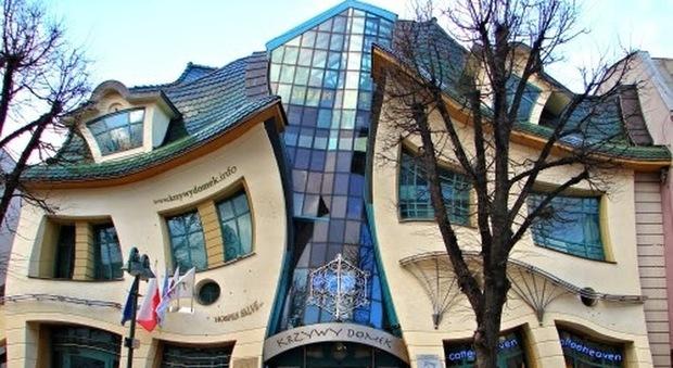 La casa pi storta del mondo e 39 in polonia for La casa progetta le foto interne