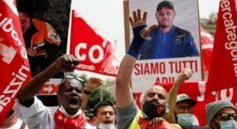 Sindacalista travolto e ucciso, in libertà il camionista che investì Adil Belakhdim a Novara
