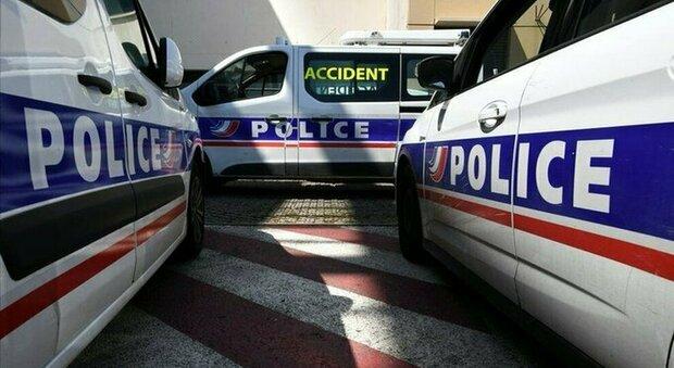 Avignone, armato attacca gli agenti: «Ucciso dalla polizia». Afghano con coltello fermato a Lione