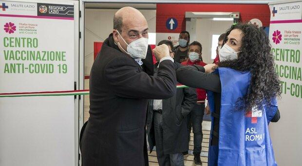 Pd, Grillo irrompe nel caos del partito: i big dem in affanno. Le Sardine pro Zingaretti