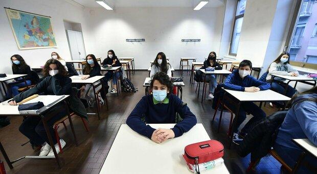 Scuola, test Covid a campione nel Lazio per individuare le «classi sentinella»: 18 mila tamponi su studenti primarie e secondarie