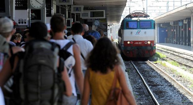 Ragazzo investito da un treno a Castelfiorentino, è grave. «Inorridito, la gente rideva»