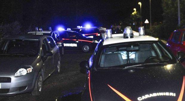 Bergamo, nozze combinate con trans: sposa e testimone finiscono in galera