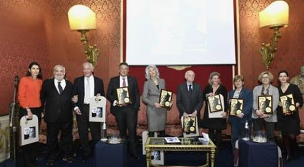 Premio Socrate a Rosanna D'Antona per il sostegno alle malate di tumore al seno