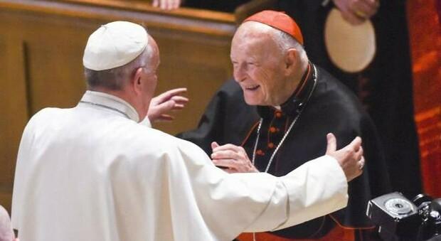 Pedofilia, l'ex cardinale McCarrick trascinato in tribunale negli Usa: è la prima volta