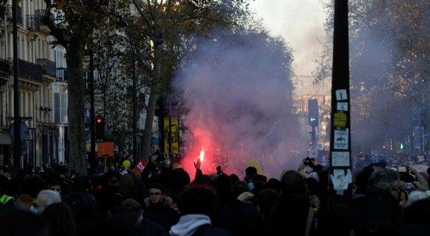 Parigi, tensione alla manifestazione contro la legge sulla sicurezza