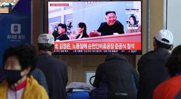 Kim Jong-un è vivo: riappare in pubblico per inaugurare centro fertilizzanti, diffuse 21 foto