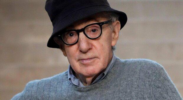 Woody Allen furioso contro la fiction di Mia Farrow: «Un attacco infarcito di falsità»