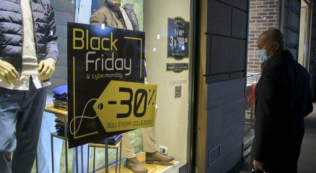 """Black Friday, a Roma è davvero """"nero"""": acquisti giù del 60%. E nel 2020 chiusi 5.000 esercizi"""