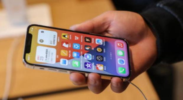 Telefonini, nuova truffa in bolletta: 9 centesimi per ogni pagina web visitata