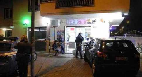 Fiumicino, rapina si conclude in tragedia: una barista uccide il bandito con una coltellata