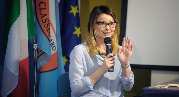 Roma, «Chi ama non fa stalking», la lezione di Lucia Annibali agli studenti del liceo