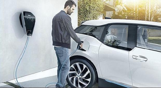immagine Colonnine detraibili, condomini in pole per le auto elettriche