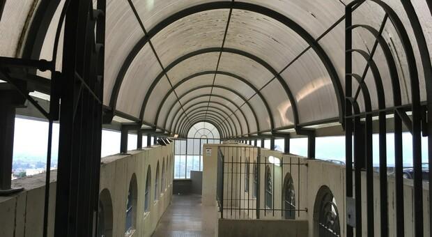 L'ingresso al tunnel degli ascensori che da Porta Romana scendono al Terminal dei pullman
