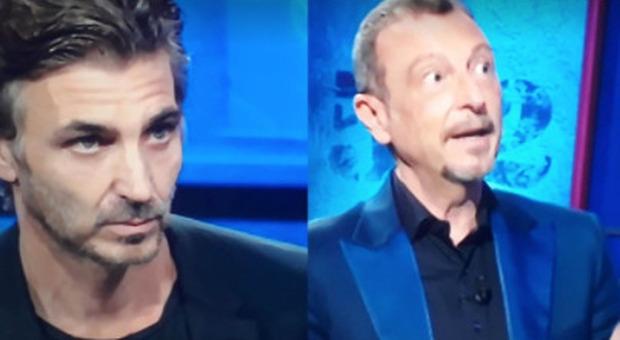 """Daniele Liotti ai Soliti Ignoti, Amadeus """"bacchetta"""" il parente misterioso: «Non lo può fare»."""