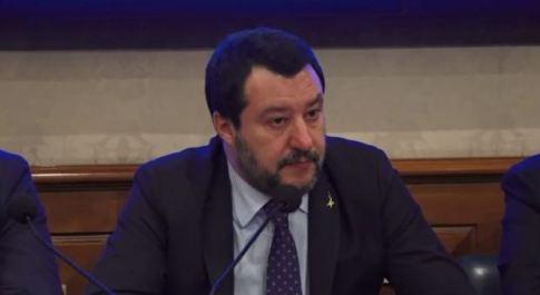 Coronavirus, Salvini presenta la proposta di legge della Lega