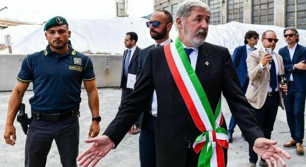 Genova, sindaco Bucci cade in casa e si frattura sei costole: starà fermo per tre settimane
