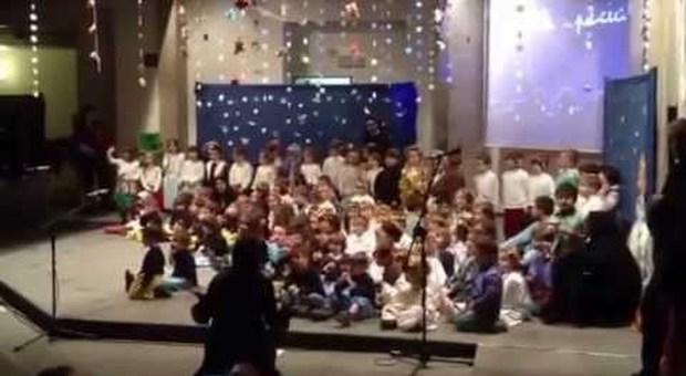 Recita natalizia cancellata alle elementari a Terni, la dirigente: «Disturba le altre culture religiose»