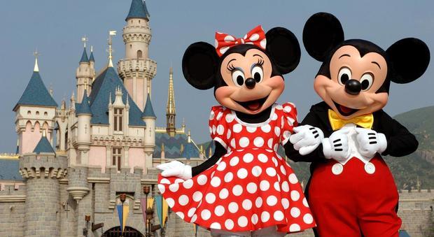 Topolino festeggia 90 anni: spettacoli in tutto il mondo, si parte il 7 marzo da Disneyland con un fashion show