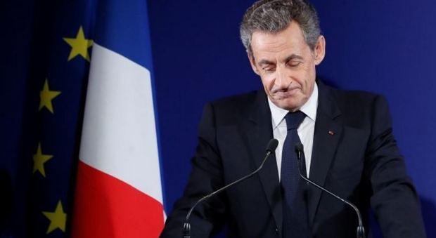 Francia, exploit Fillon alle primarie. Sarkozy flop: addio sogno Eliseo