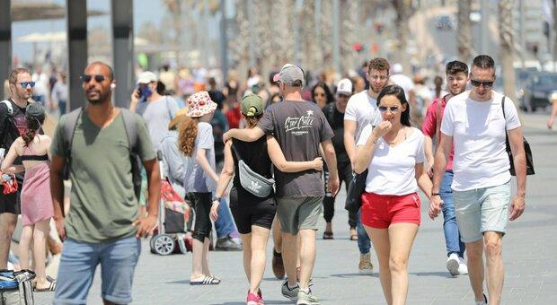La variante Delta spaventa Israele, torna l'obbligo di mascherine al chiuso: «Consigliata all'aperto durante eventi pubblici»