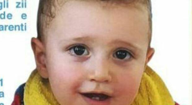 Bimbo di 2 anni annegato in piscina, oggi l'addio a Lorenzo
