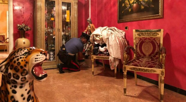 Casamonica, il marito alla moglie: «Niente trucchi, gonne lunghe e vietato uscire sola». E giù botte. Condannato a 8 anni