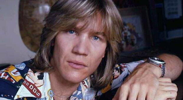 Patrick Juvet il re della disco anni '70, trovato morto nella sua casa a Barcellona. «Non era felice»