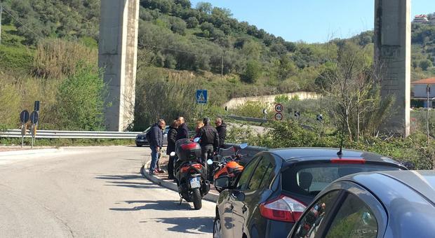 Poliziotto, padre di due figli, si uccide buttandosi dal viadotto