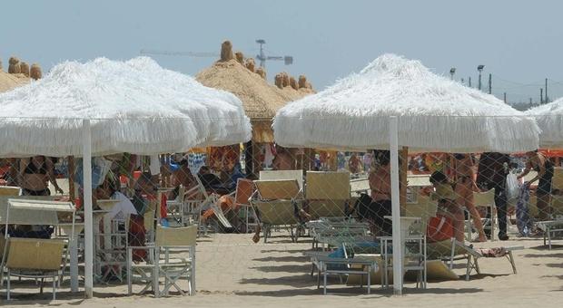 L'assessore Febbo attacca: «Ingiustificabili i rincari delle tariffe degli ombrelloni»